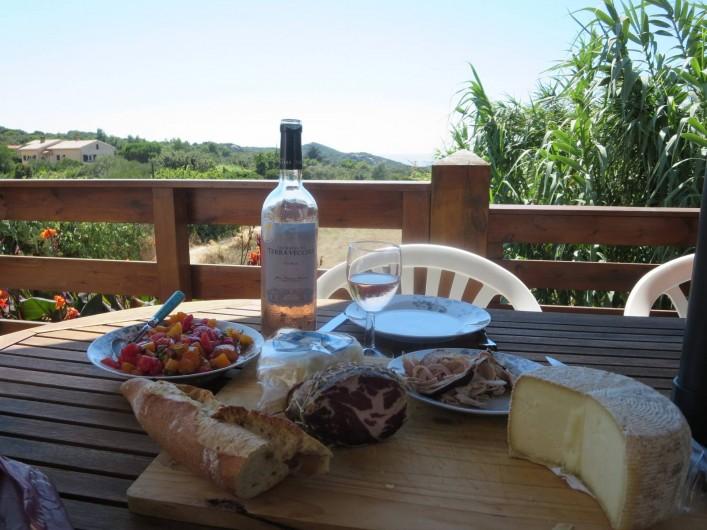 Location de vacances - Appartement à Pianottoli-Caldarello - photo de la terrasse envoyée par nos locataires