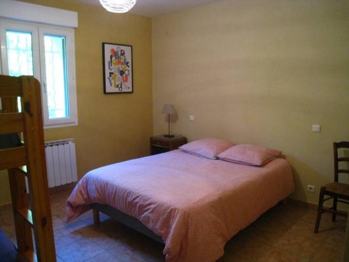Location de vacances - Mas à Althen-des-Paluds - Chambre 2 avec un lit en 140 et 2 lits superposés en 90