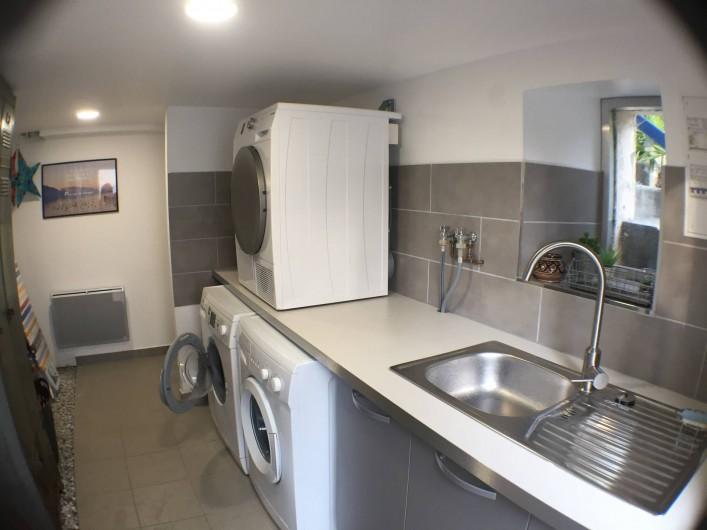 Location de vacances - Villa à Aix-les-Bains - La buanderie commune à disposition avec lave-linge et sèche-linge