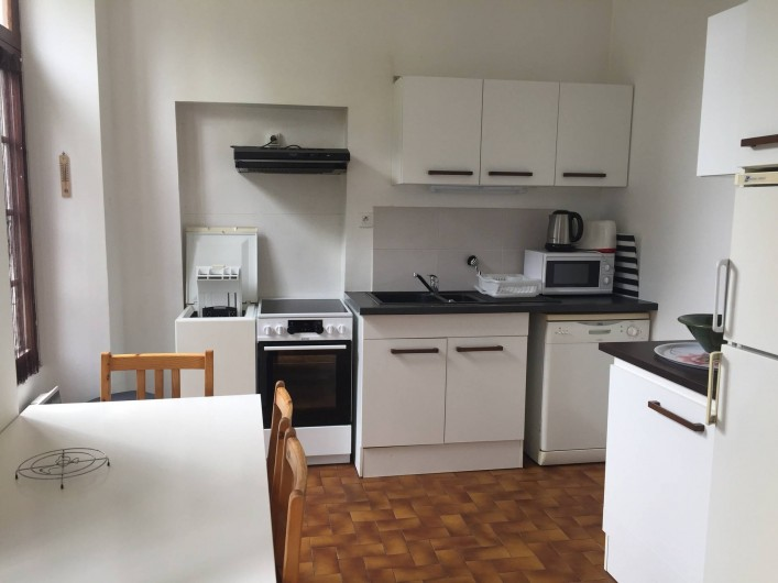 Location de vacances - Villa à Aix-les-Bains - Cuisine du RCH2 avec lave-linge et lave-vaisselle