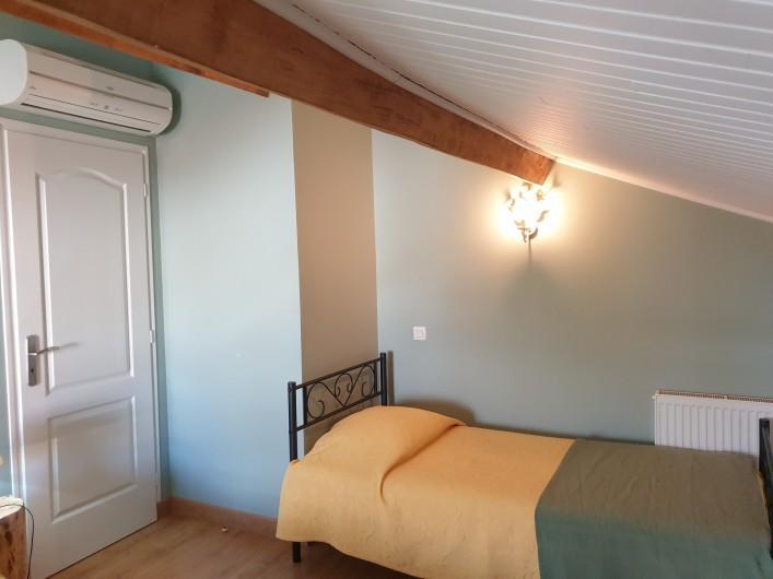Location de vacances - Gîte à Lafrançaise - A l'étage chambre 2 climatisée, 3 lits 90/190.
