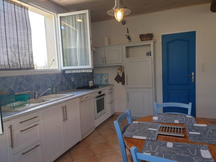 Location de vacances - Gîte à Lafrançaise - Accès à la buanderie, de la cuisine. Lave linge