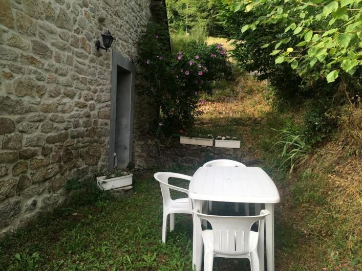 Location de vacances - Maison - Villa à Péret-Bel-Air - Coin jardin