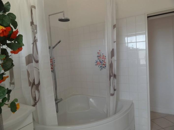 Location de vacances - Appartement à Le Lavandou - Douche dans SDB