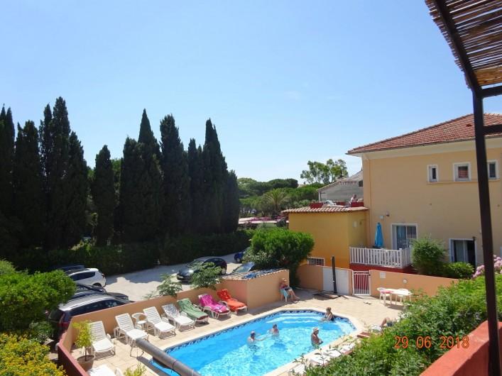 Location de vacances - Appartement à Le Lavandou - Vue sur piscine