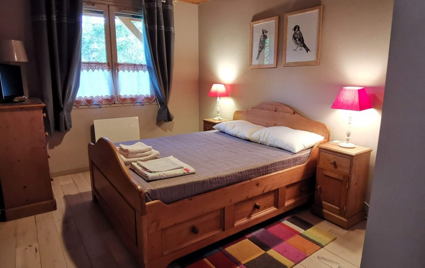 Location de vacances - Appartement à Pelvoux - Grande chambre avec placard intégré.