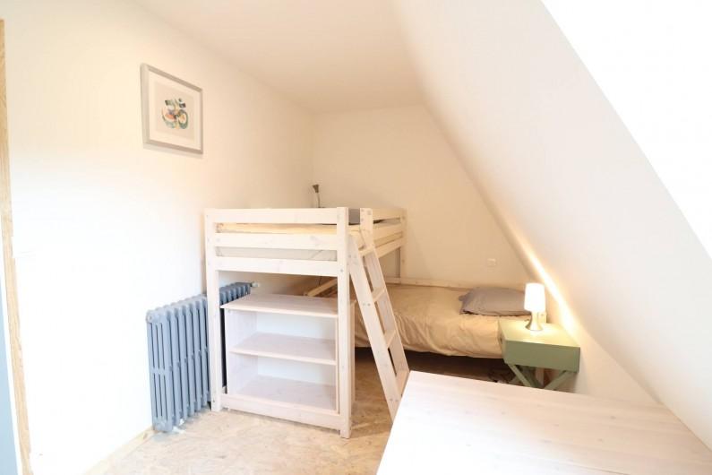 Location de vacances - Gîte à Vic-sur-Cère - Chambre 4 espace nuit étage  (2 lits superposés 90 x 190)