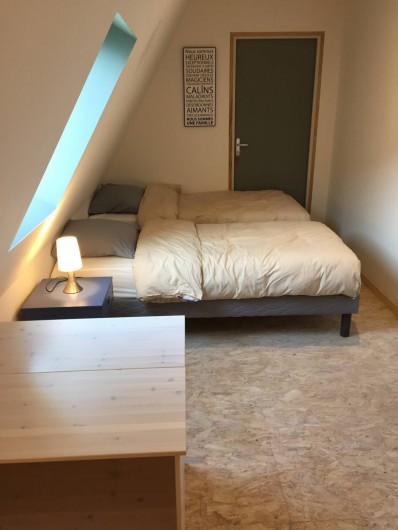 Location de vacances - Gîte à Vic-sur-Cère - Chambre 4 espace nuit étage (2 lits 90 x 200 jumelables)