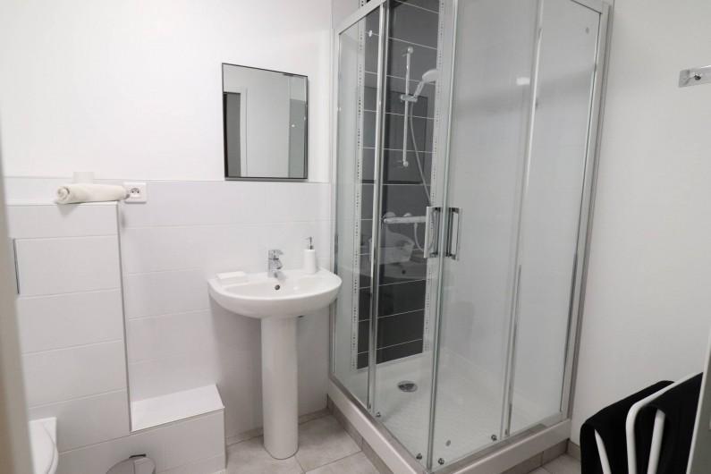 Location de vacances - Gîte à Vic-sur-Cère - Salle de bain du jacuzzi