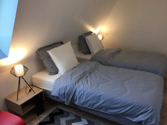 Location de vacances - Gîte à Vic-sur-Cère - Chambre 3 espace nuit étage (2 lits 90 x 200 jumelables)