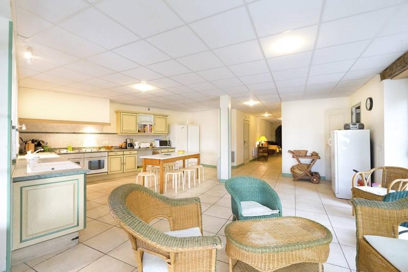 Location de vacances - Gîte à Loubressac - Cuisine :  2 frigos, 2 fours, 2 éviers, 1 congélateur.