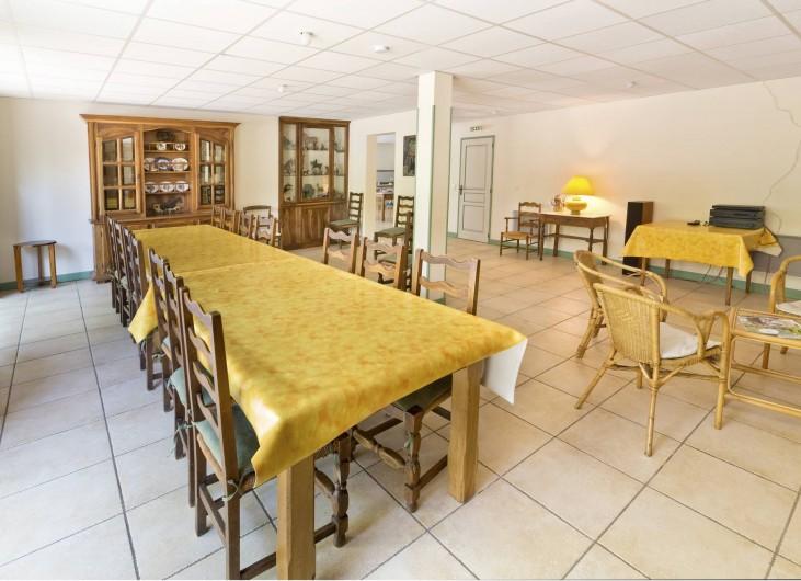 Location de vacances - Gîte à Loubressac - Salle à manger  Vaisselle complète pour 20 personnes