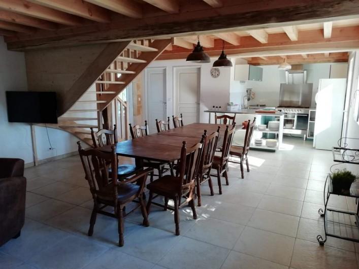 """Location de vacances - Gîte à La Force - """"Les Bricous"""" salle à manger"""