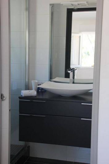 Location de vacances - Studio à Velaux - Salle de bain