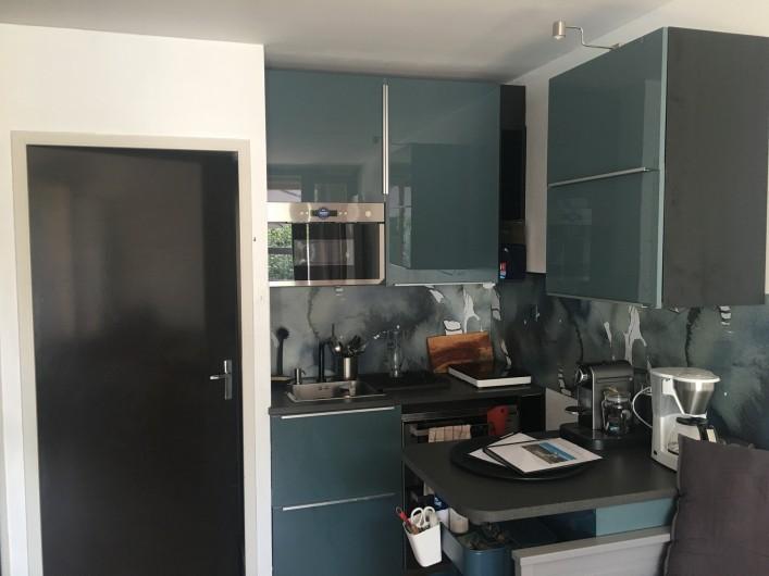 Location de vacances - Studio à Murol - Studio coin cuisine