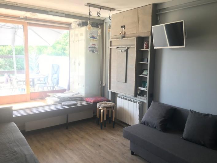 Location de vacances - Studio à Murol - Studio coin repas table fermée