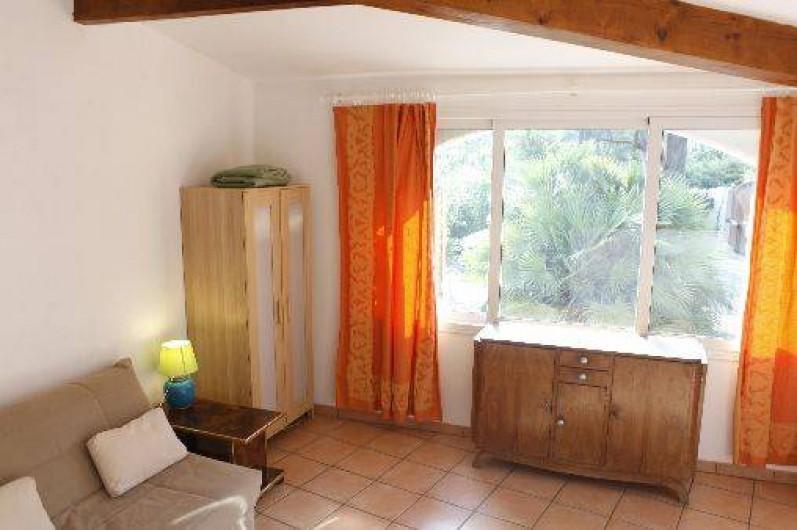 Location de vacances - Studio à Porto-Vecchio - CANAPÉ LIT VUE INTERIEUR