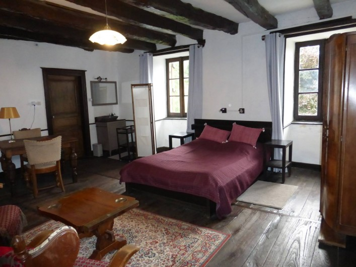 Location de vacances - Gîte à Saint-Hilaire-Peyroux - l'espace d'une chambre parentale