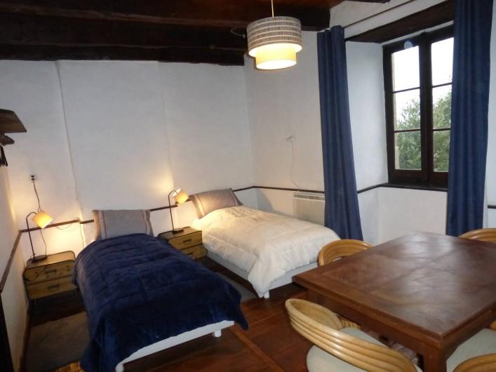 Location de vacances - Gîte à Saint-Hilaire-Peyroux - une chambre à lits jumeaux