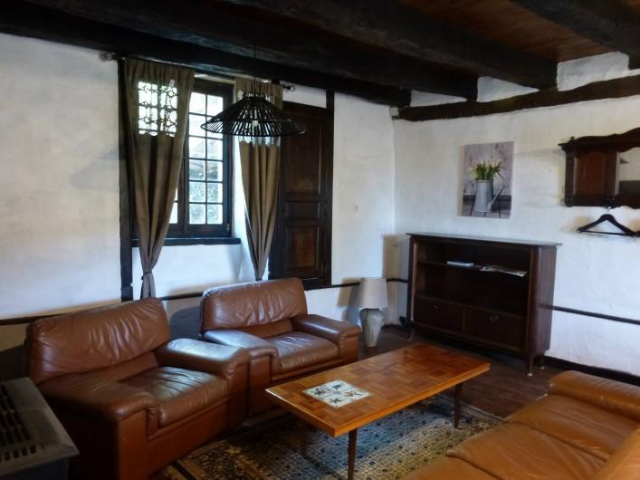 Location de vacances - Gîte à Saint-Hilaire-Peyroux - Le plaisir au salon et si besoin la douce chaleur d'un poêle à bois