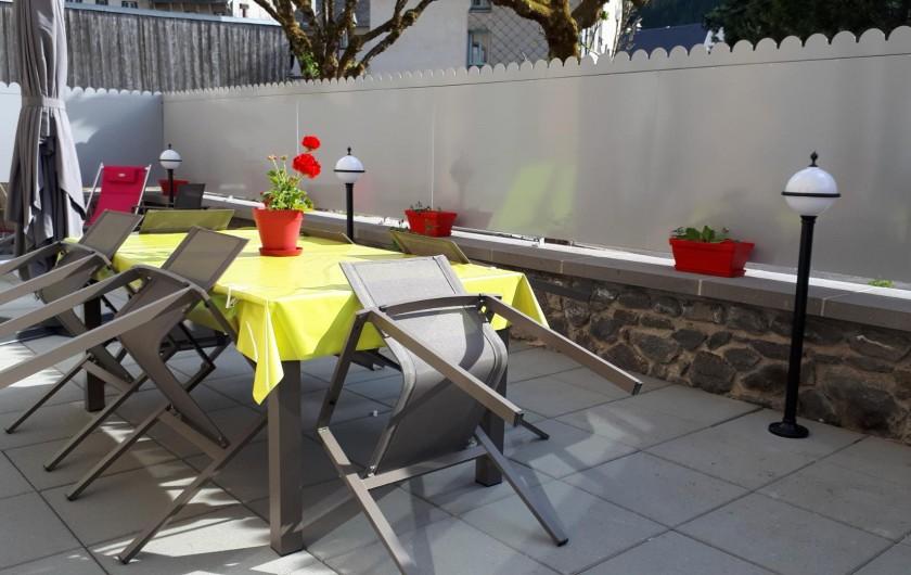 Location de vacances - Appartement à Le Mont-Dore - terrasse de 40m² et ses luminaires