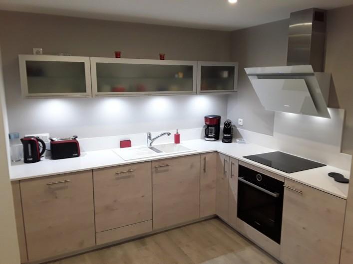Location de vacances - Appartement à Le Mont-Dore - cuisine aménagée  équipement matériel Bosch