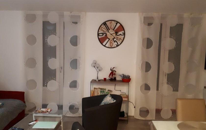 Location de vacances - Appartement à Le Mont-Dore - salon donne sur la terrasse