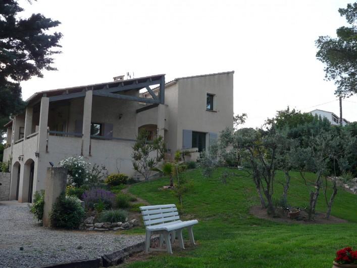 Location de vacances - Chambre d'hôtes à Velaux - Coté chambre. (en haut à droite )