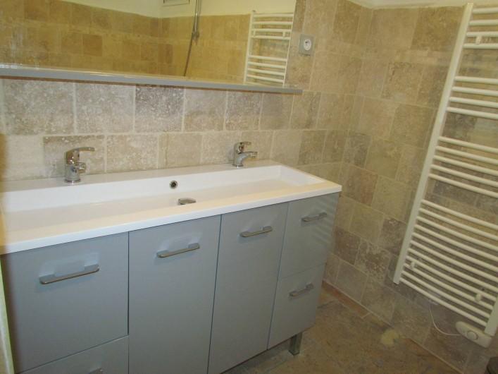 Location de vacances - Appartement à Sarrians - SALLE DE BAINS - DOUBLE VASQUE