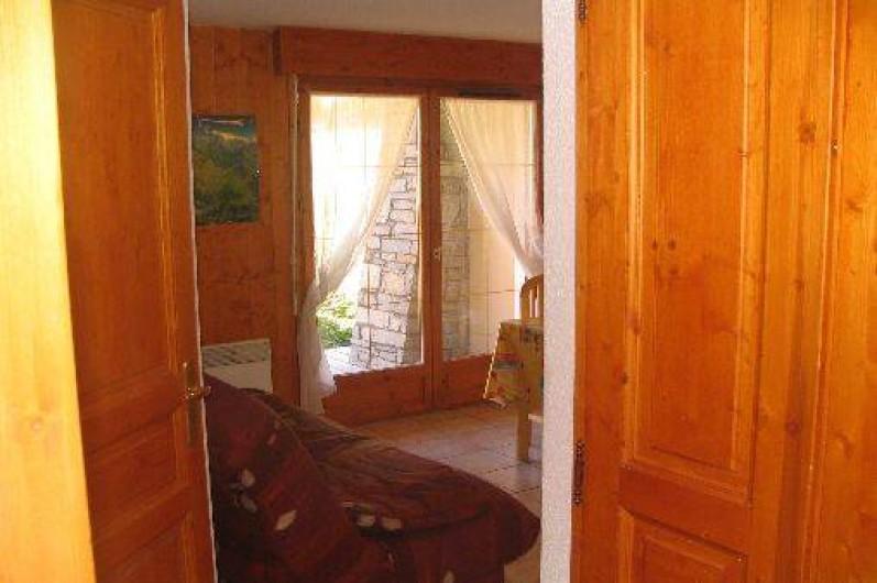 Location de vacances - Appartement à Les Deux Alpes - Vue du salon en entrant