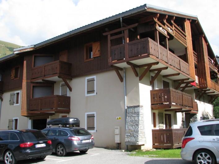 Location de vacances - Appartement à Les Deux Alpes - coté parking du chalet