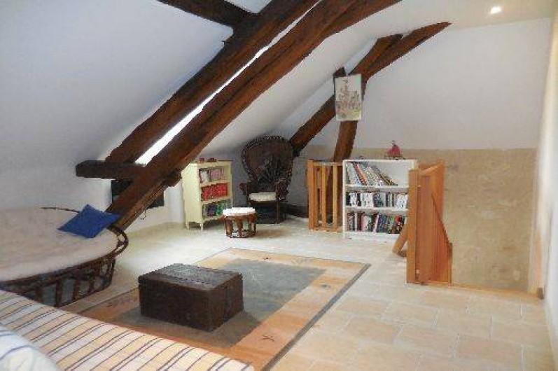 Location de vacances - Maison - Villa à Le Liège - la mezzanine, espace de repos et de lecture, avec un canapé lit