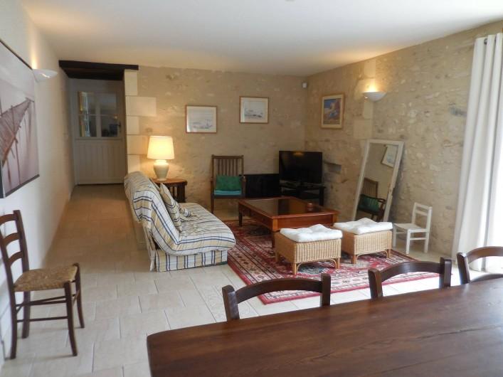 Location de vacances - Maison - Villa à Le Liège - le séjour lumineux et spacieux