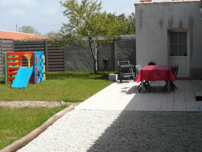 Location de vacances - Gîte à La Garnache - Cour fermée avec jeux pour enfants