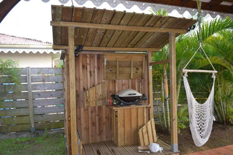 Location de vacances - Villa à Les Trois-Îlets - Le barbecue tout proche de la terrasse