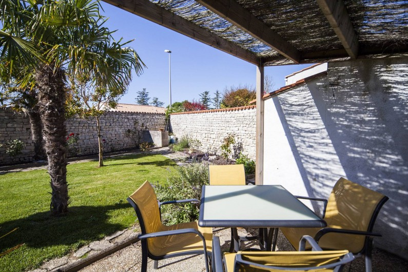 Location de vacances - Maison - Villa à Sainte-Marie-de-Ré - Le Petit Village - tonnelle