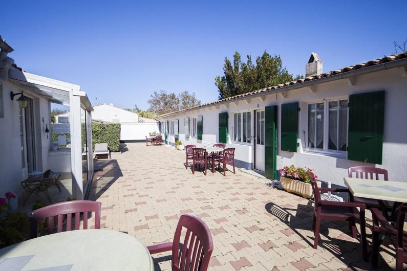 Location de vacances - Maison - Villa à Sainte-Marie-de-Ré - Le Petit Village - salons de jardin