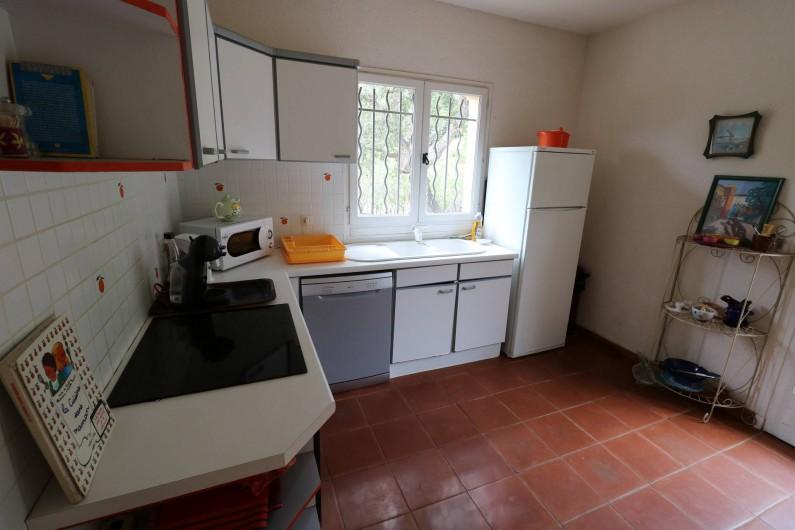 Location de vacances - Villa à Ramatuelle - Vue de la cuisine du haut.