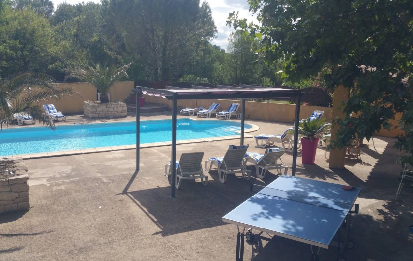 Location de vacances - Maison - Villa à Loriol-du-Comtat - Ping-pong à l ombre d 'un platane tricentenaire