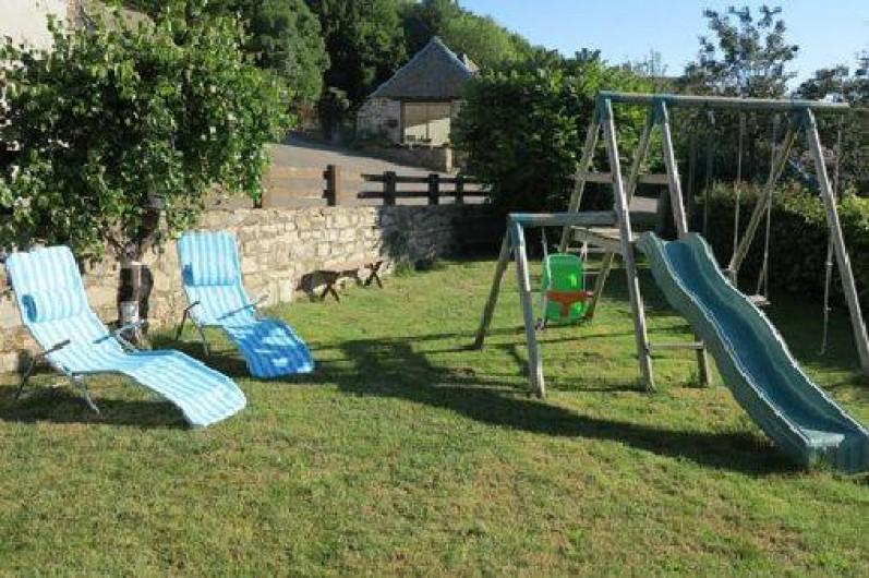 Location de vacances - Gîte à Saint-Pierre-de-Nogaret - et portique toboggan-balançoire.