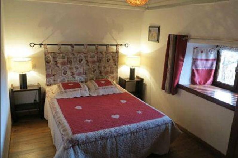 """Location de vacances - Gîte à Saint-Pierre-de-Nogaret - Chambre """"Montagne"""" 1 lit en 140 + 1 lit bébé"""