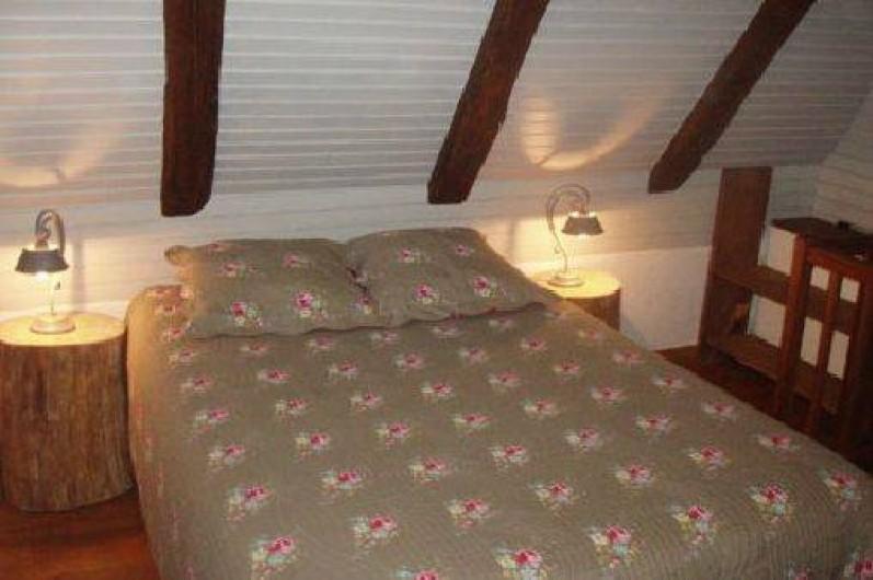 """Location de vacances - Gîte à Saint-Pierre-de-Nogaret - Chambre """"Signal de Mailhe-biau"""" 1 lit en 140 + 1 lit en 90"""