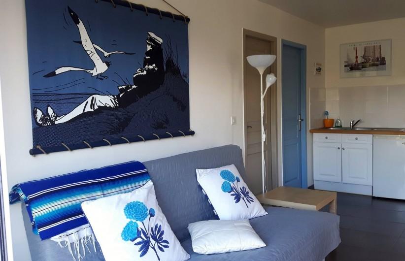Location de vacances - Chambre d'hôtes à Gujan-Mestras - Le séjour avec le clic clac couchage en 140cm