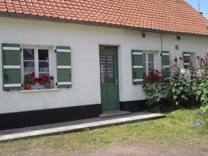 Location de vacances - Maison - Villa à Sailly Bray - façade nord coté cour