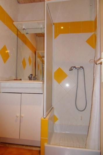 Location de vacances - Mas à L'Albère - sale de douche 2