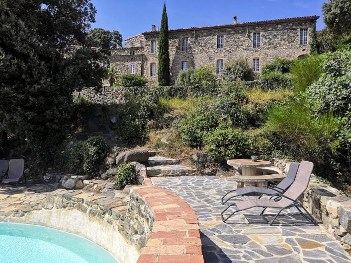 Location de vacances - Mas à L'Albère - le mas et la piscine
