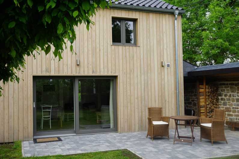 Location de vacances - Gîte à Theux - façade arrière côté jardin