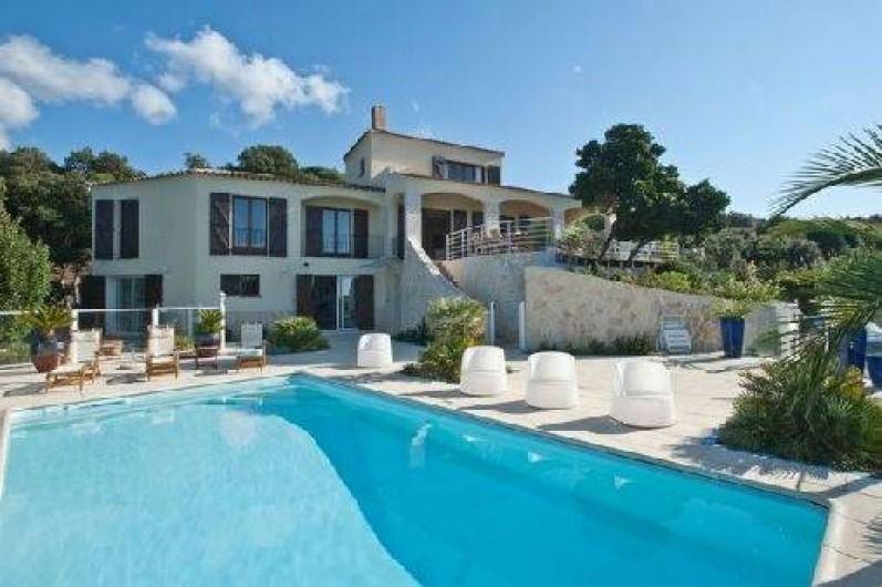 villa porticcio en corse du sud en bord de mer avec piscine priv e grosseto prugna. Black Bedroom Furniture Sets. Home Design Ideas