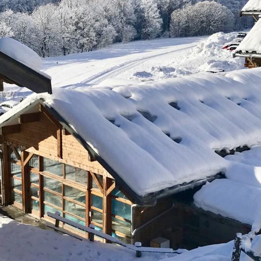 Location de vacances - Appartement à Saint-Sorlin-d'Arves - piscine couverte chauffée à 20 m de l'appart !!!