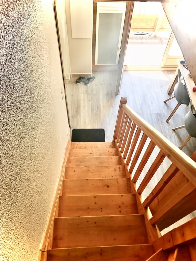 Location de vacances - Appartement à Saint-Sorlin-d'Arves - escalier donnant sur la partie nuit